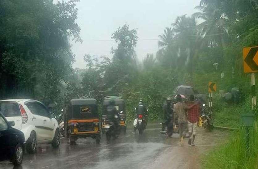 मलेनाडु और करावली के तटीय इलाकों में तेज बारिश