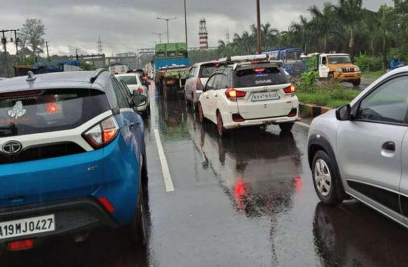 कोलूरु पुल पर गड्ढे होने से वाहन चालक परेशान