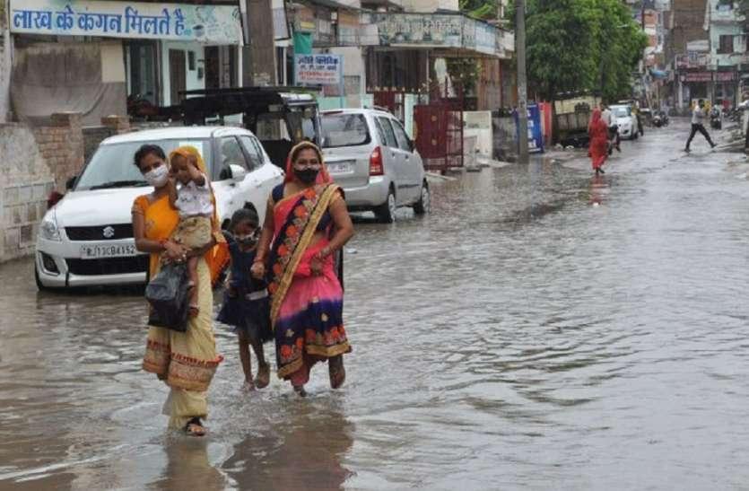 आंधी के बाद आई तेज बारिश से मौसम हुआ सुहावना, किसानों के चेहरे खिले