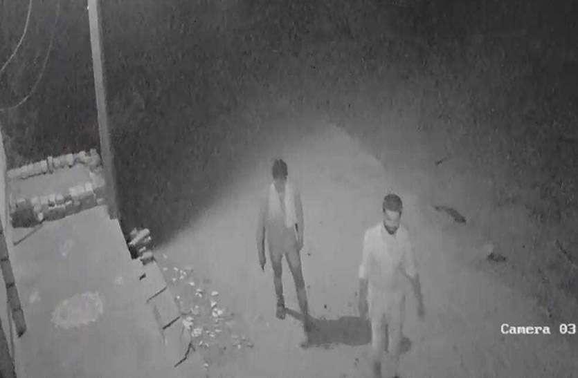 देवली में सूने मकान से नकदी व जेवरात चुरा ले गए चोर, सीसीटीवी में हुए कैद