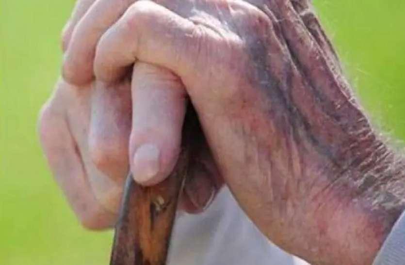 World Elder Abuse Awareness Day : जाएं तो जाएं कहां! बुजुर्गों पर भारी महामारी