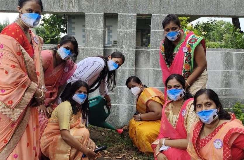 SURAT NEWS DAYRI: गौशाला में महिलाओं ने रोपे पौधे