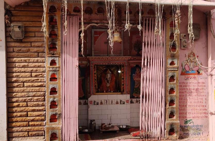 गणेश मंदिर के टूटे ताले, दानपात्र ले उड़े चोर