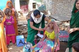 आदिवासियों की बस्ती में शत-प्रतिशत टीकाकरण