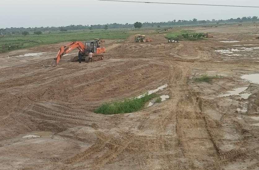पहाड़ी नाला खरझार के तटबन्ध निर्माण में देरी से बाढ़ की आशंका, ग्रामीणों के माथे पर चिंता की लकीरें