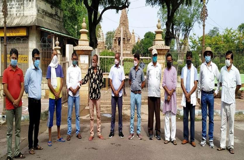 खजुराहो के मंदिर खुलते ही पहले दिन पहुंचे 4०० पर्यटक