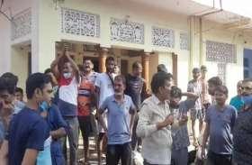 गोलीकांड में घायल सराफा कारोबारी की इलाज के दौरान मौत, एमएलए के घर पर किया गया प्रदर्शन