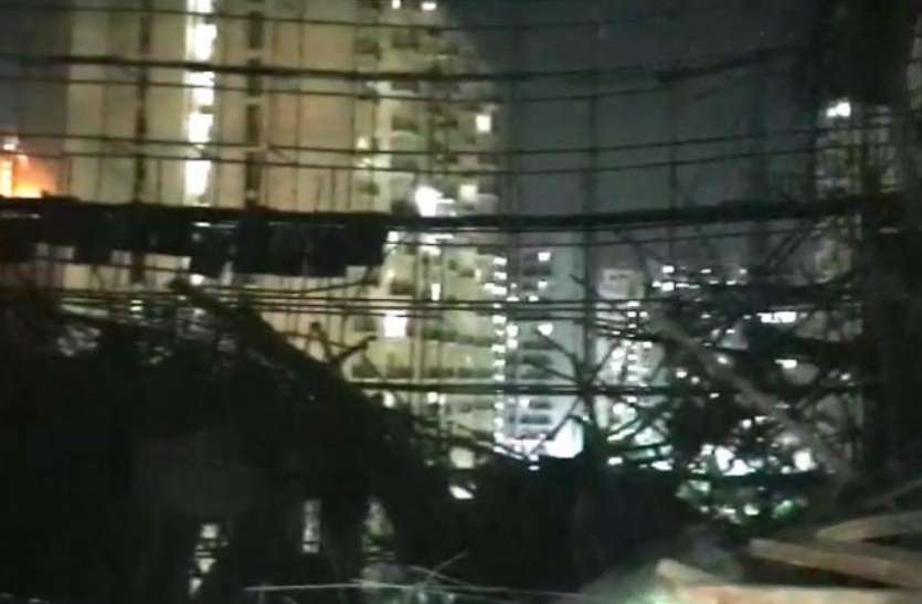 स्पेक्ट्रम मॉल की निर्माणाधीन बिल्डिंग में शटरिंग गिरने से दबे पांच मजदूर, एक की हालत गंभीर