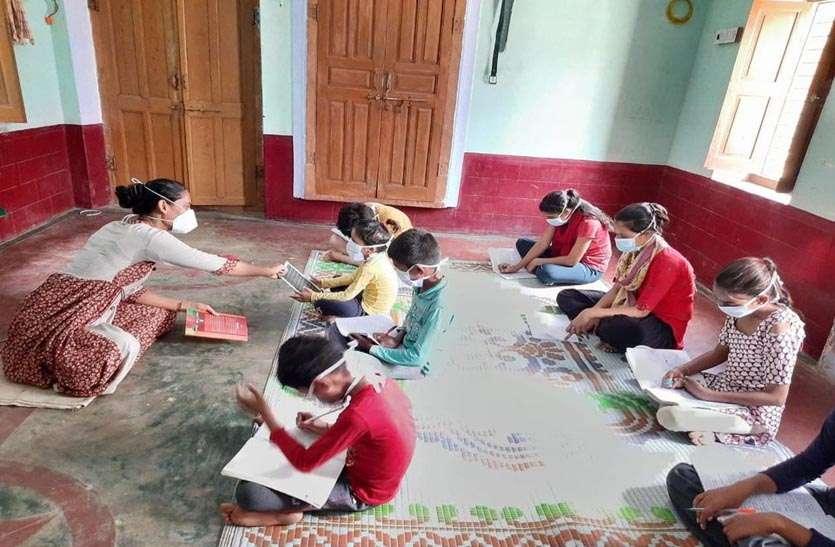 बच्चों को पढ़ाना अंजली की बन गई आदत