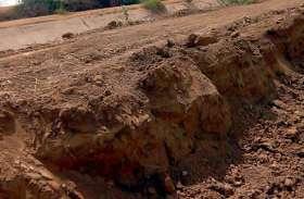 बीसलपुर की दायीं मुख्य नहर की पाळ से खोद ले गए मिट्टी