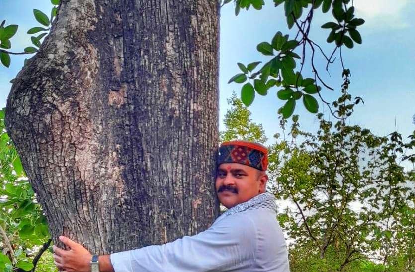 बकस्वाहा के जंगल बचाने हिन्दू उत्सव समिति ने बांधे रक्षा सूत्र