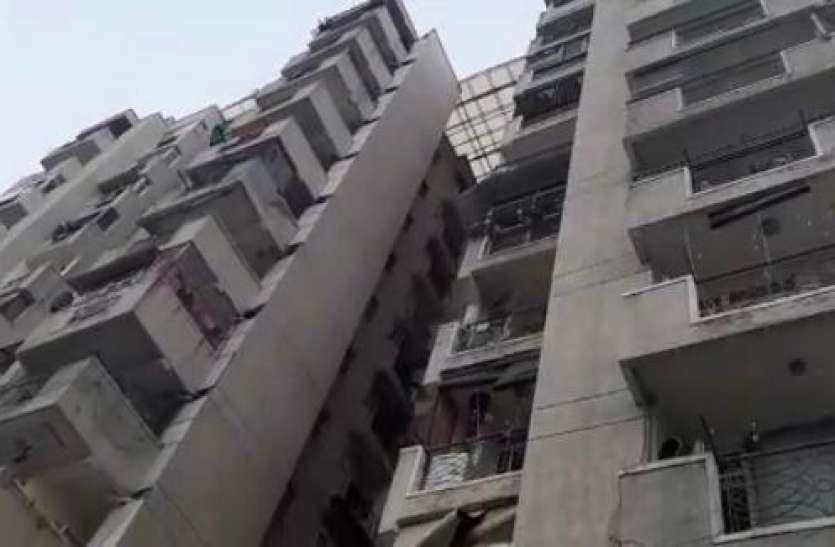 सोसायटी की 12वीं मंजिल पर फटी 2 लाख लीटर पानी की टंकी, फिर जो हुआ...