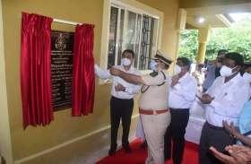 मुख्यमंत्री ने किया सांताक्रूज पुलिस थाने का उद्घाटन