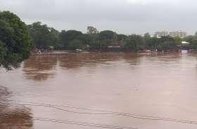 जिले में भारी बारिश, कई नदियों में उफान