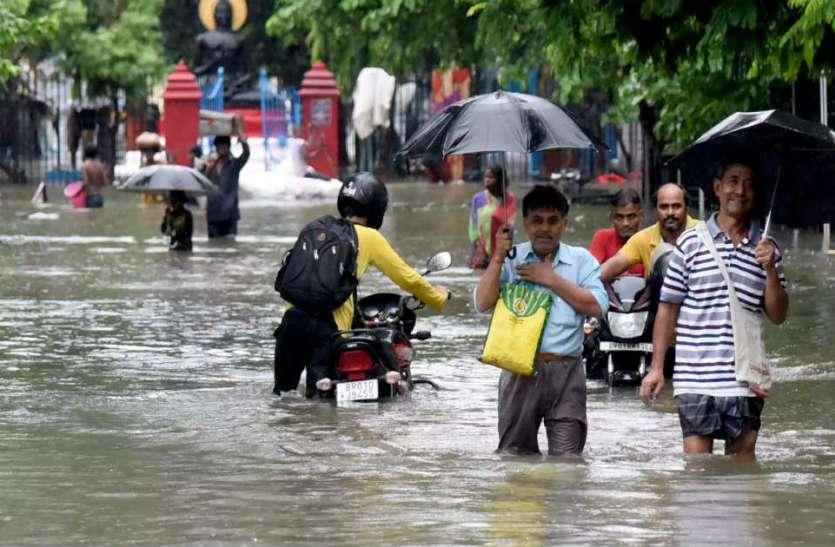 पूरे देश में मॉनसून का हाल, बिहार के कई इलाकों में बाढ़ से हालात बदतर