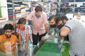 हनुमानगढ़ जंक्शन में कपड़ों की दुकान में चोरी, सीसीटीवी फुटेज में दिखे संदिग्ध