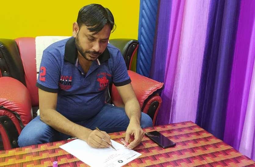 आजम खान की रिहाई के लिए अधिवक्ता ने राज्यपाल काे खून से लिखा पत्र
