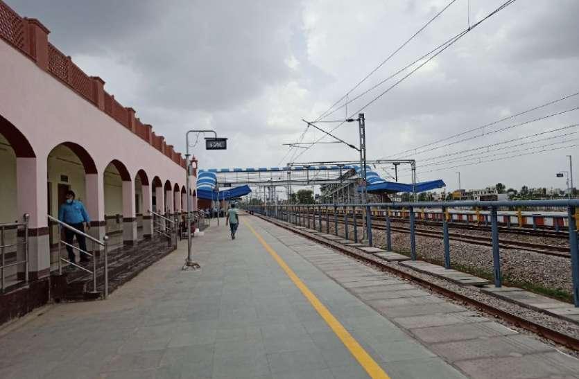 कोटा के इस उप नगरीय स्टेशन को यात्री  ट्रेनों का इंतजार