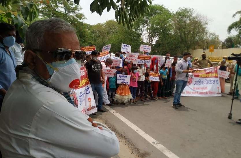 MP Kirori Lal Meena : अचानक CM House के बाहर धरने पर बैठ गए सांसद, जानें इस बार क्या बनी वजह?
