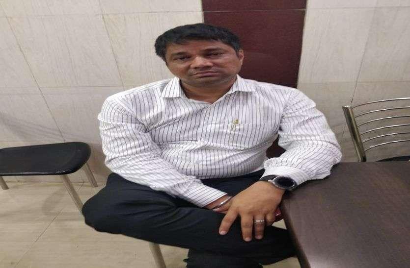 एसीबी की टीम को गुमराह करने का प्रयास नाकाम,मंजल पटेल 15 लाख रुपए समेत गिरफ्तार