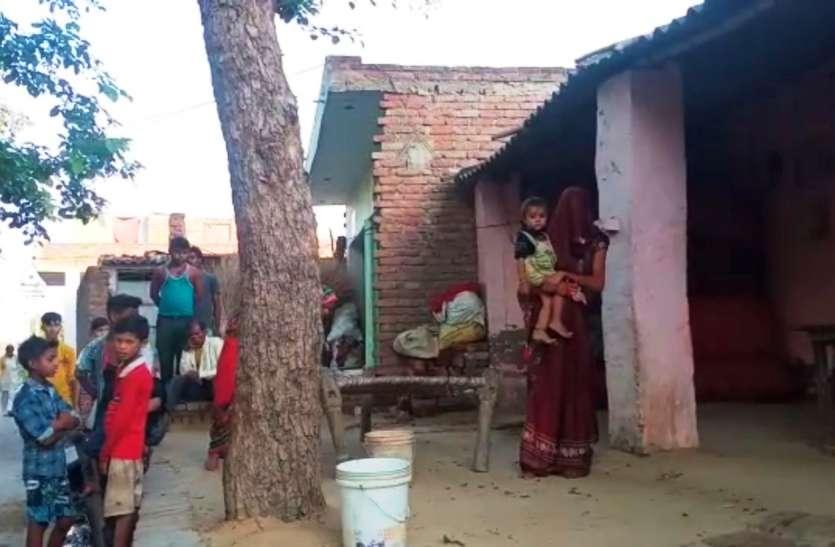 अवैध संबंधों के शक में मायके रह रही पत्नी को ससुरालीजनों ने नहीं घुसने दिया घर में, कई घंटे खड़ी रही बाहर