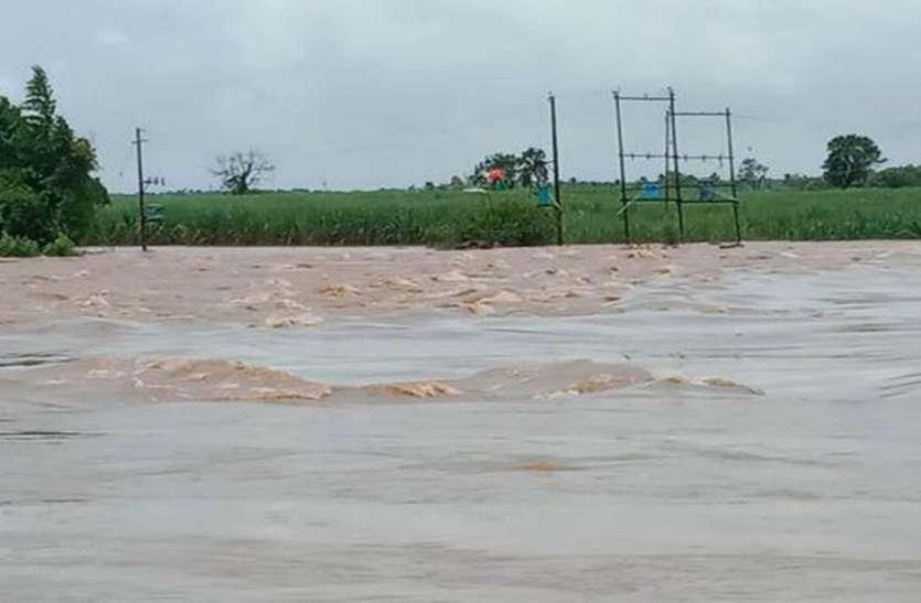 धारवाड़ जिले में भारी बारिश से हजारों एकड़ जमीन जलमग्न