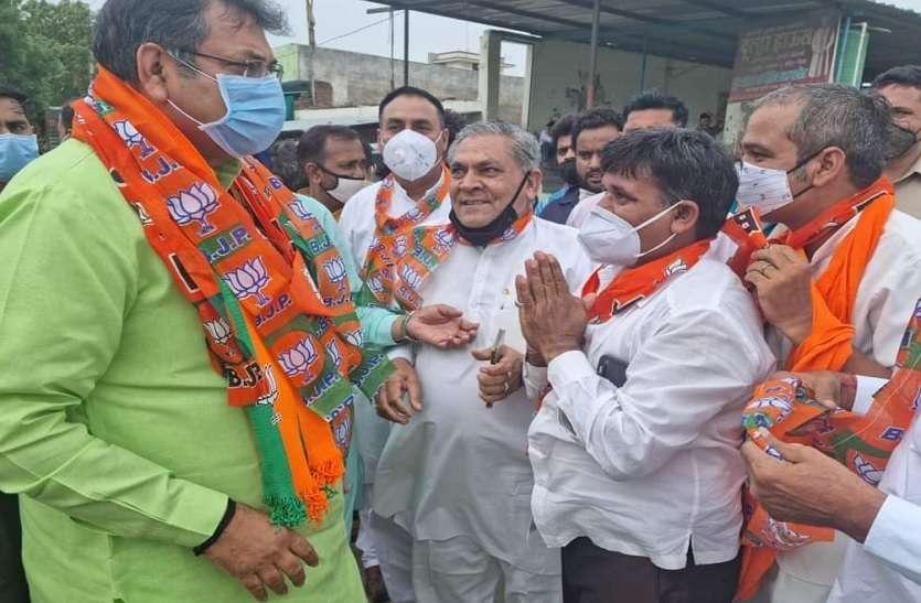 Dr. Satish Poonia : 'शोकाभिव्यक्ति' दौरे के बीच सियासी नब्ज़ भी टटोल रहे BJP प्रदेशाध्यक्ष !
