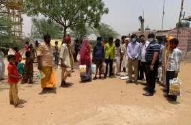 जयपुर फाइट्स कोविड कर रहा जरूरतमंदों की मदद