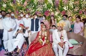 शादी समारोह में एक मंच पर दिखे मुलायम, अखिलेश व शिवपाल, बिहार से तेजस्वी भी हुए शामिल, देखें पूरी Album