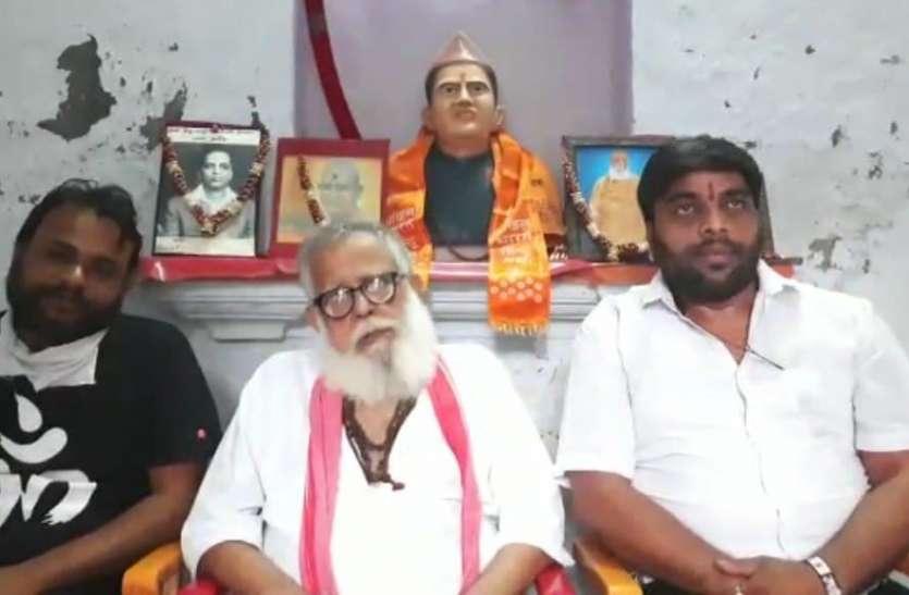 वीर सावरकर पर फिल्म बनाने वाले डायरेक्टर महेश मांजरेकर को सम्मानि करेगी हिंदू महासभा