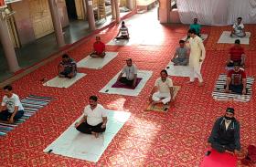 अंतर्राष्ट्रीय योगा दिवस : अग्रवाल धर्मशाला में बीजेपी ने किया योगाभ्यास, देखें वीडियो