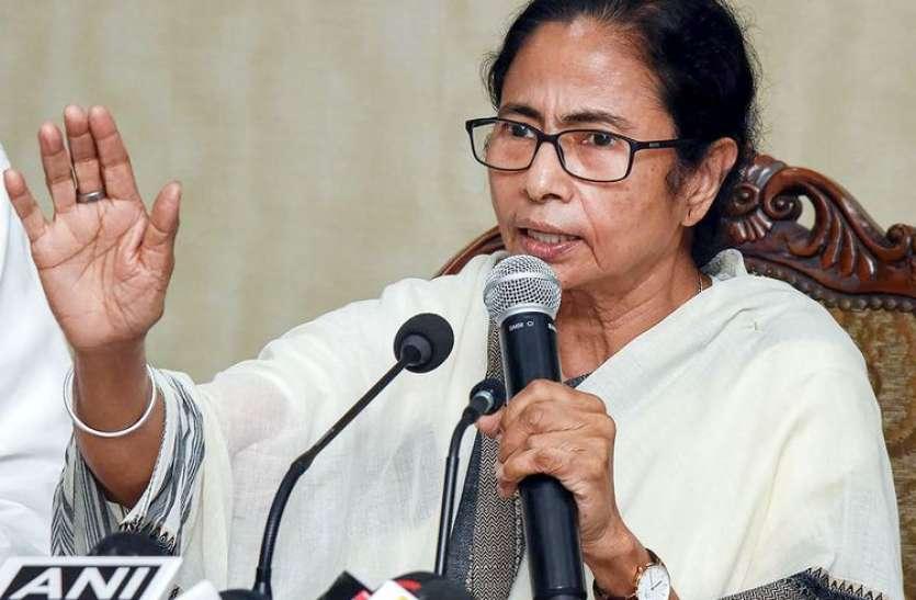 ममता बनर्जी ने योगी सरकार को घेरा, कहा-यूपी से गंगा में बहकर बंगाल पहुंच रहे हैं शव