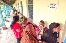 ग्रामीण क्षेत्रों में वैक्सीनेशन को लेकर उत्साह कम, शहर में कम पड़ी वैक्सीन