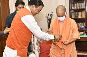 आखिर क्यों डिप्टी केशव प्रसाद मौर्य से मिलने उनके घर पहुंचे सीएम योगी?