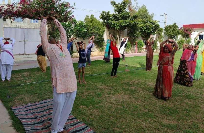 अनवरत सूर्य नमस्कार शृंखला के तहत बाड़मेर में दस जगह कार्यक्रम
