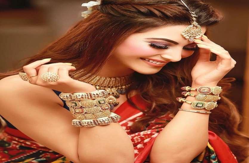 Urvashi Rautela मेहंदी सेरेमनी के लिए हुईं तैयार, दुल्हन के लुक में आई नजर तस्वीरें हुई वायरल