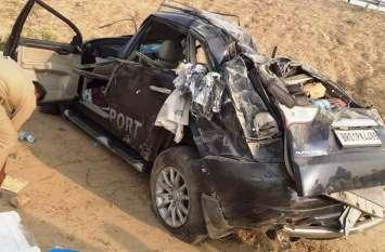 दिल्ली से बिहार जा रही पजेरो कार आगरा—लखनऊ एक्सप्रेस वे से नीचे गिरी, एक की मौत तीन घायल