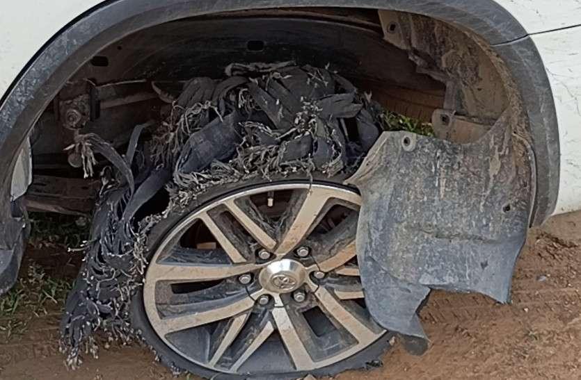 पुलिस पर फिर फायरिंग कर भागे तस्कर, 78 किलो अफीम जब्त, कार से मैग्जीन व पांच कारतूस मिले