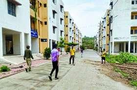 PM Awas:  जिन पीएम आवासों को देशभर में मिली थी तारीफ, उनकी दीवालों से रिसता है पानी