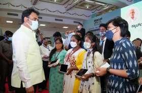 कर्नाटक : अब टैबलेट पीसी, स्मार्ट क्लास में पढ़ेंगे सरकारी कॉलेजों के विद्यार्थी