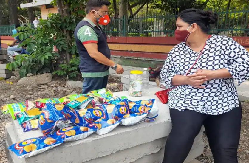 भारत की अंतरराष्ट्रीय शूटर सड़क पर नमकीन-बिस्कुट बेचकर पाल रही अपना परिवार, देश के लिए जीते दर्जनों मेडल