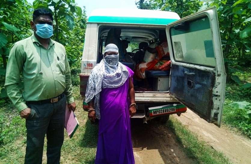 गांव तक नहीं पहुंची एंबुलेंस, बाइक में लाना पड़ा गर्भवती महिला को