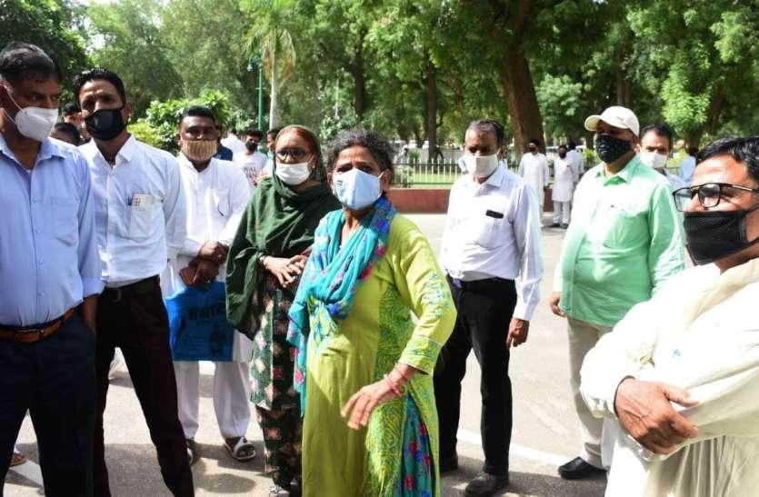 जनसुनवाई में महिला पार्षद बिफरी, बोली मंत्रीजी 'बदतमीजी सहन नहीं होगी