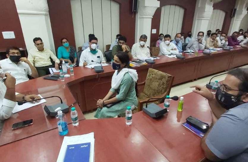 जिला प्रभारी मंत्री डोटासरा ने ली जिला स्तरीय अधिकारियों की बैठक