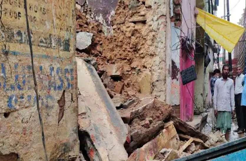 काशी विश्वनाथ परिसर के पास निर्माणाधीन मकानढहा, मलबे में दबे तीन मजदूर, एक की मौत