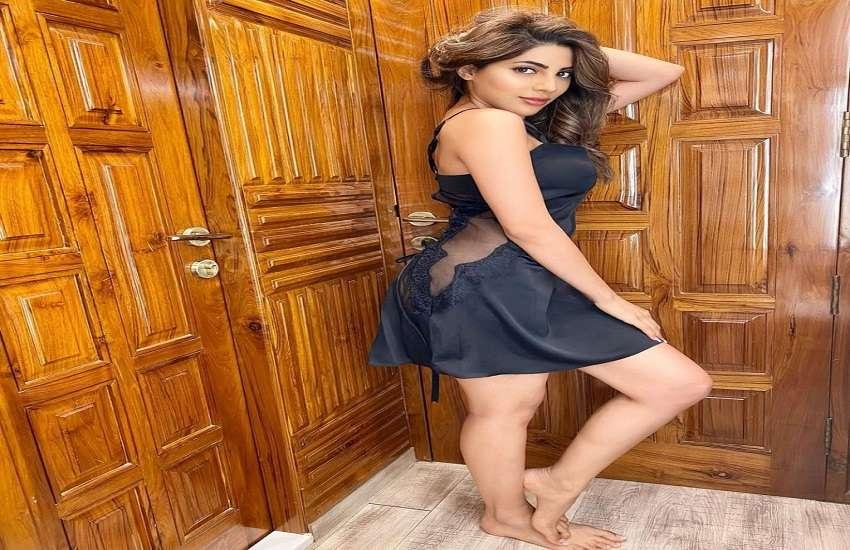 Nikki Tamboli black dress