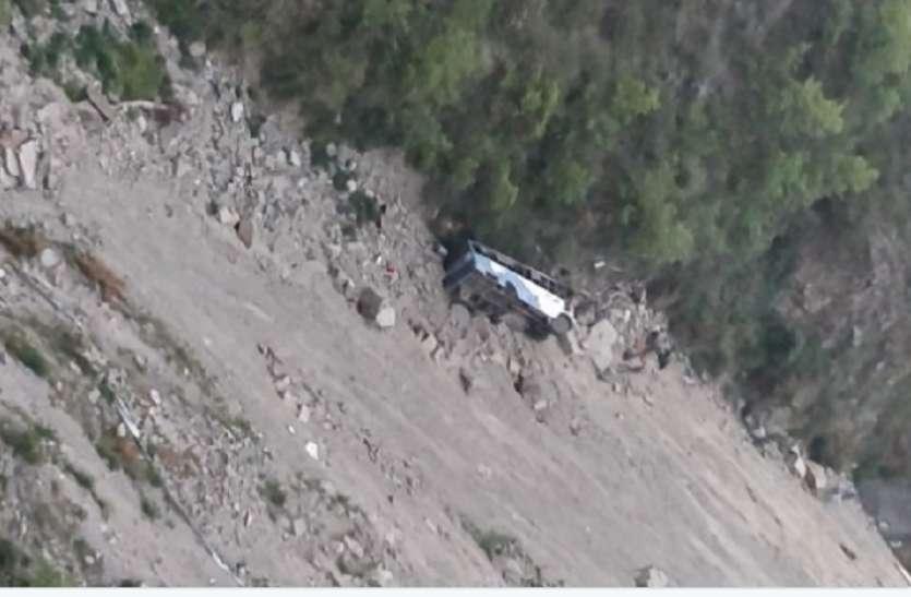 हिमाचल में भीषण सड़क हादसा: गहरी खाई में वाहन के गिरने से 9 लोगों की मौत, 3 घायल