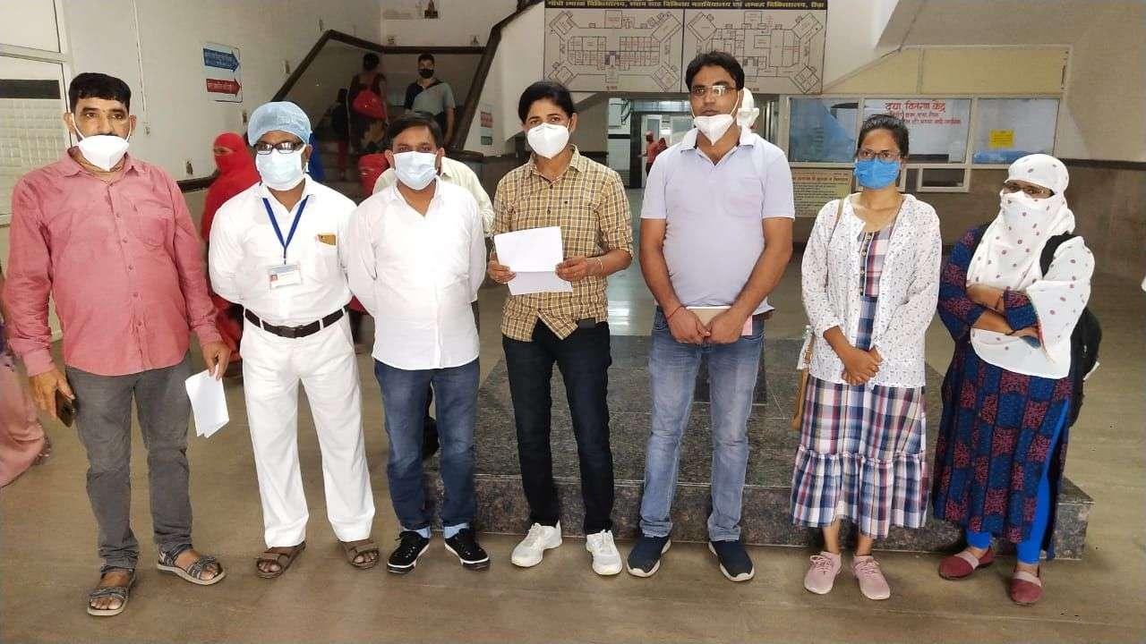 nurses :  600 nurses on mass leave in Rewa, contract employees took