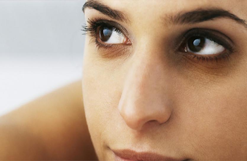 Beauty Tips: आंखों के नीचे बने डार्क सर्कल्स से ऐसे पाएं छुटकारा, यहां पढ़ें