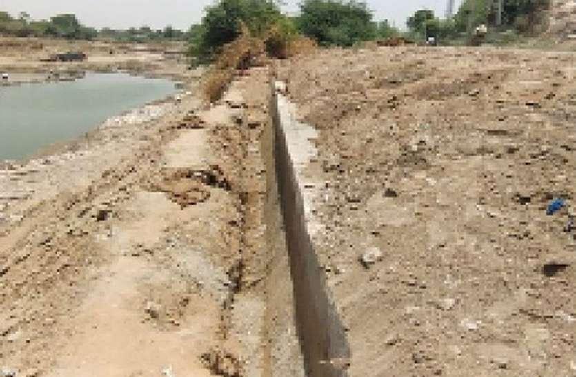 अलोद मेज नदी बायपास पर बनी सुरक्षा दीवार